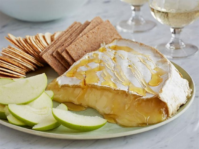 Baked-Brie-Easy-Thanksgiving-Recipes